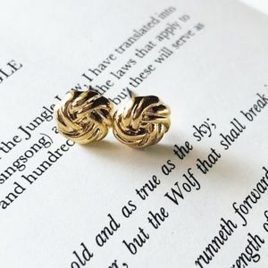KNOT GOLD STUDS